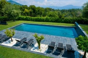 Une piscine dans son jardin